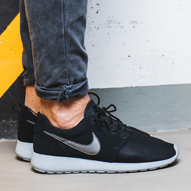 check out 2255c b0043 ... BUTY NIKE ROSHE ONE SUEDE 685280 001 ...